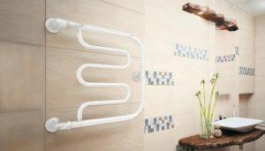 Белый водяной полотенцесушитель с боковым подключением