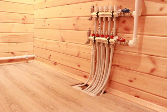Водяной теплый пол в доме из бруса дерева