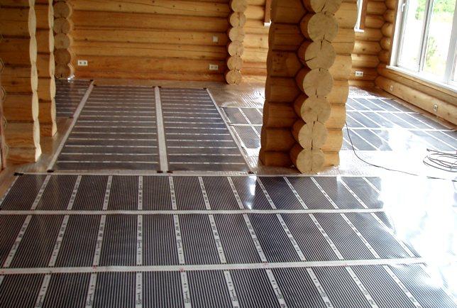 Пленочный пол в деревянном доме