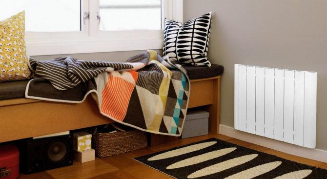 Радиатор отопления в интерьере комнаты